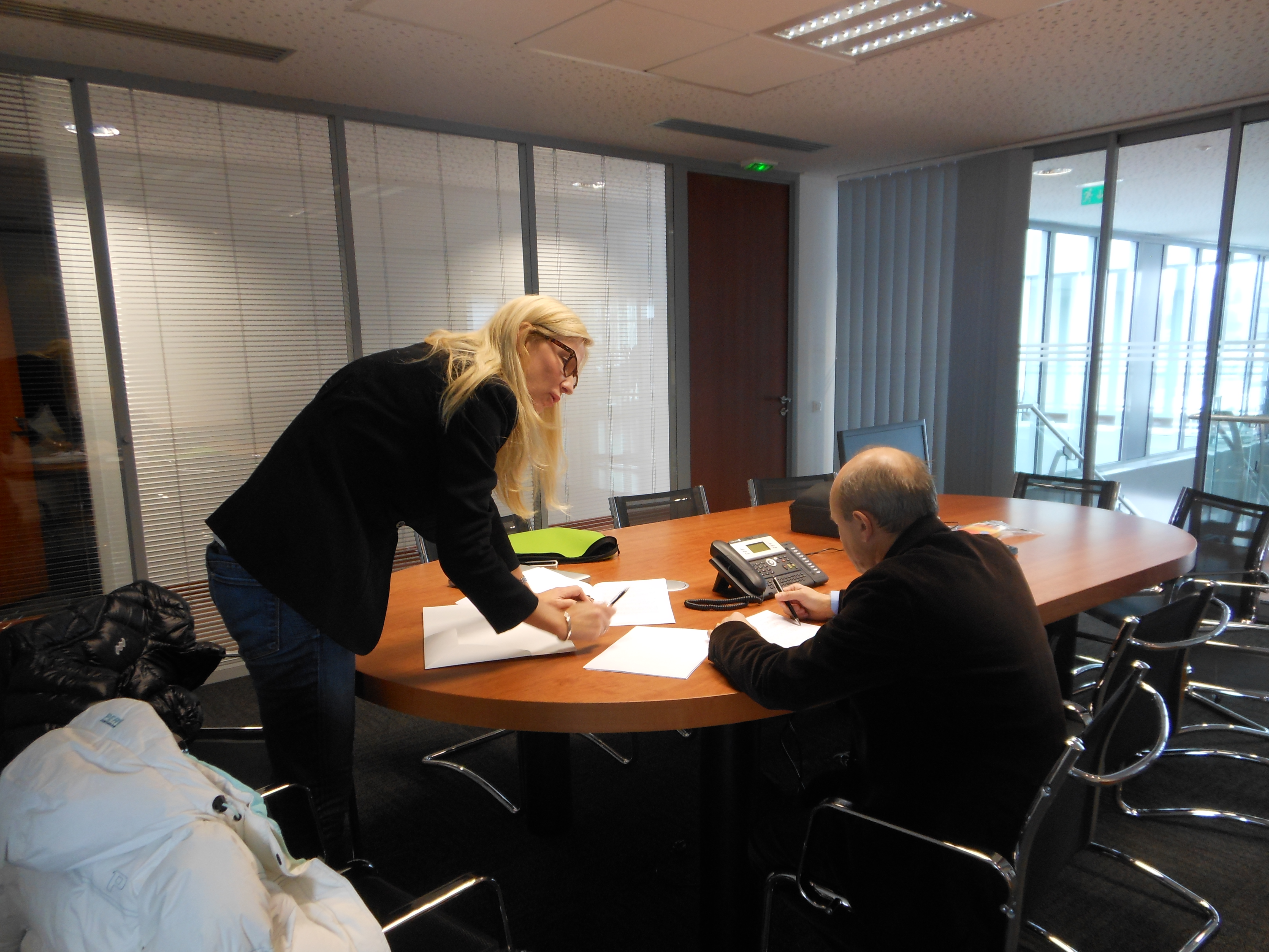 Jag och Michel Cheron, VD och delägare i Laboratoires Vivacys går igenom nya projekt.